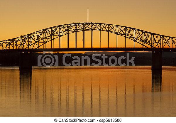 kék, Bridzs, kolumbia, felett,  Washington, Folyó,  Kennewick - csp5613588