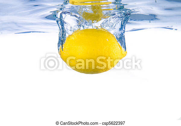 Lemon fell into the water. Close-up. - csp5622397