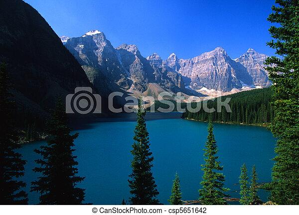 Morraine Lake, Banff National Park - csp5651642