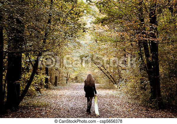 madeiras, sozinha, andar, mulher, triste - csp5656378