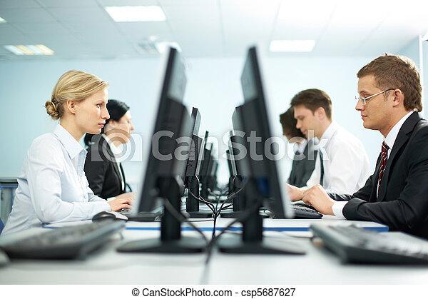Ouvriers, rangées, bureau - csp5687627