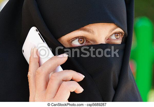 Symbolfoto Islam. Muslim veiled woman - csp5689287