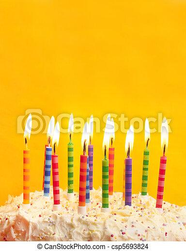蛋糕, 生日, 黃色的背景 - csp5693824