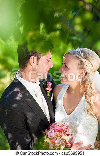 pareja, ajuste, romántico, boda - csp5693951