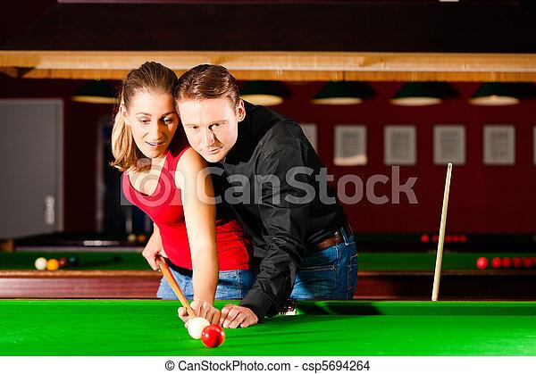 Photo de couple jouer billard couple homme woman - Taille billard snooker ...