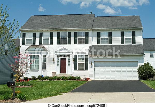 Front View Vinyl Siding Single Family House Home, Suburban Maryl - csp5724081