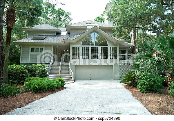 Expensive and modern single family home in a gated community, Hilton Head, South Carolina. - csp5724390