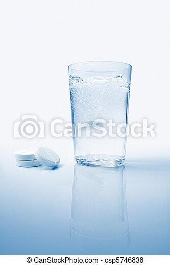 Effervescent Aspirin - csp5746838