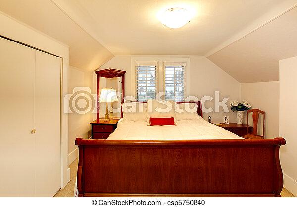 Stock fotó - kicsi, hálószoba, Alacsony, plafon, nagy, ágy - stock képek, képek, szerzői jogdíj ...