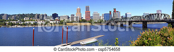 Portland Oregon panorama. - csp5754658
