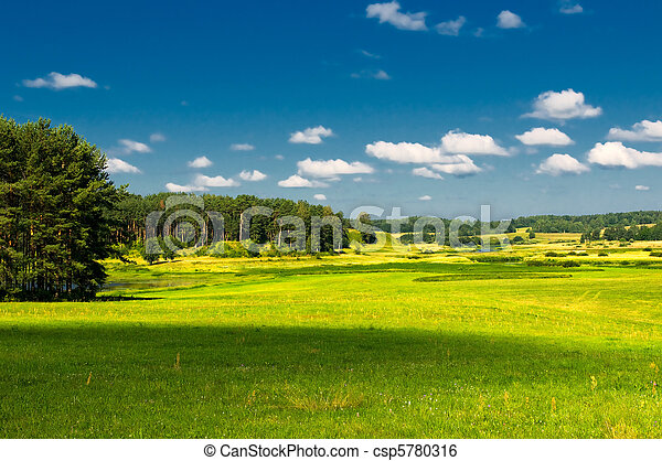 lantligt landskap - csp5780316