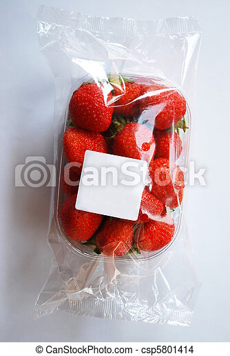 Strawberries in plastic box with free white label - csp5801414