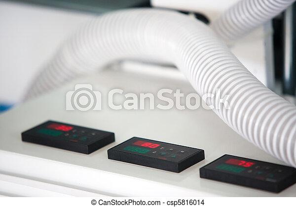 photo de contr le bureau conditionnement machine csp5816014 recherchez des images des. Black Bedroom Furniture Sets. Home Design Ideas