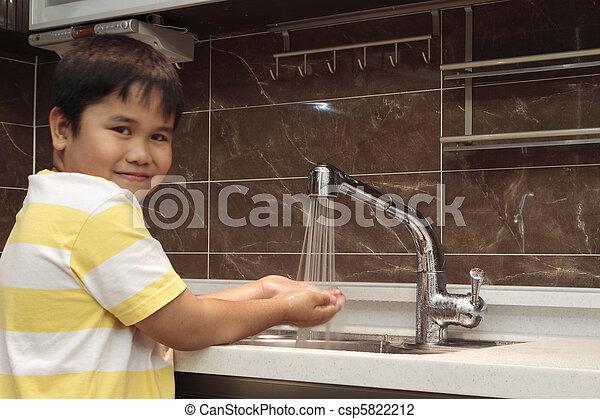 criança, lavando, mãos, pia - csp5822212