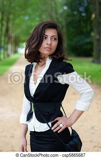 relaxe, mulher, parque, capim, natureza - csp5865687