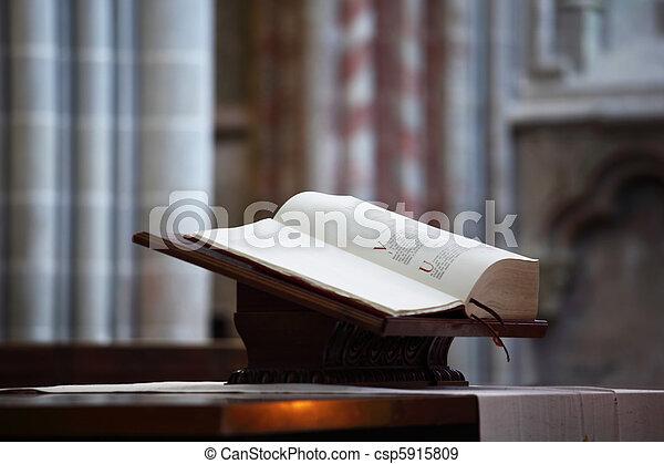 聖經, 教堂 - csp5915809
