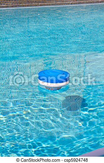 Images de piscine chlore nettoyage appareil une for Chlorine piscine