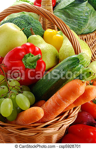 Composition with raw vegetables and wicker basket - csp5928701