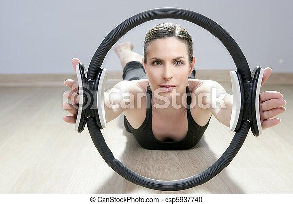 stock fotografie von magisches pilates ring frau aerobik sport turnhalle csp5937740. Black Bedroom Furniture Sets. Home Design Ideas