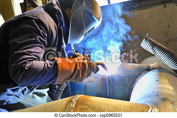 Cutting metal  with plasma equipment - csp5965531
