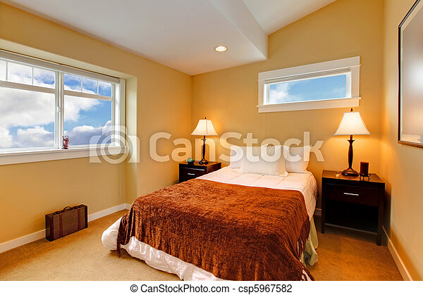 Photo chambre coucher jaune moutarde peinture brun for Chambre jaune moutarde