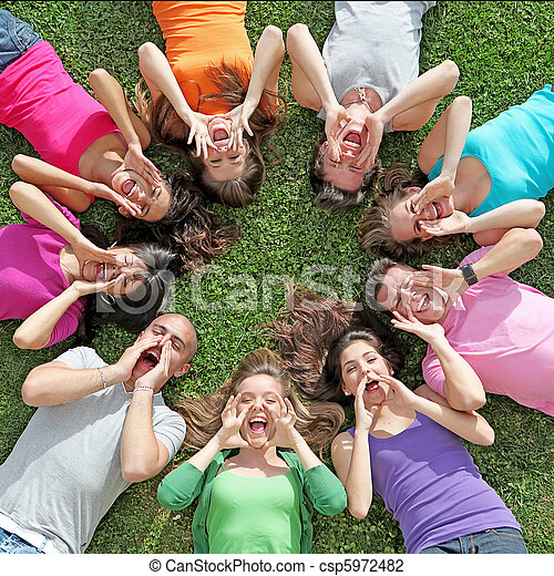 estate, bambini, gruppo, campeggiare, gridare, adolescenti, canto, o - csp5972482