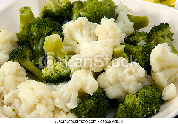 Cooked broccoli and cauliflower - csp5992852