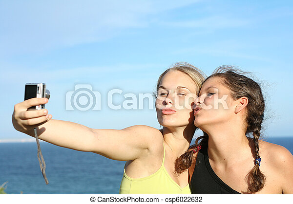 teen girls on road trip vacation - csp6022632