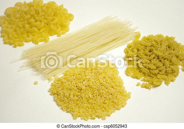 macarronada, fonte, carboidratos - csp6052943