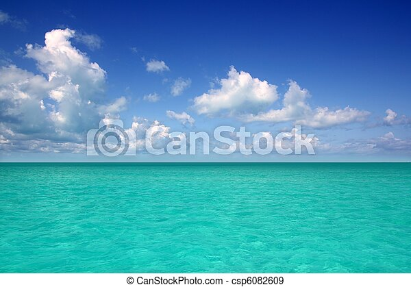 Caribbean sea horizon on blue sky vacation day - csp6082609