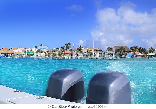 boat outboard stern with prop foam Isla Mujeres - csp6090544