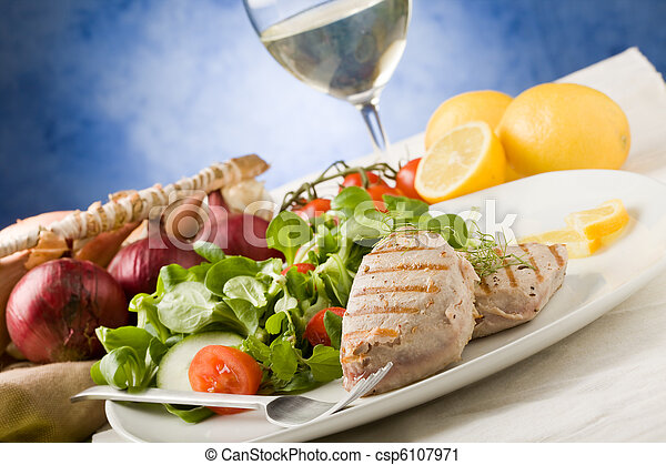 Grilled Tuna Steak with Salad - csp6107971