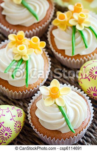 stock fotografie von cupcakes ostern cupcakes dekoriert mit zucker csp6114691 suchen. Black Bedroom Furniture Sets. Home Design Ideas