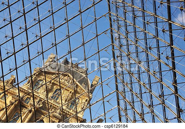 PARIS - APRIL 4: Louvre Museum, Easter holiday,  April 4, 2010 in Paris, France   - csp6129184
