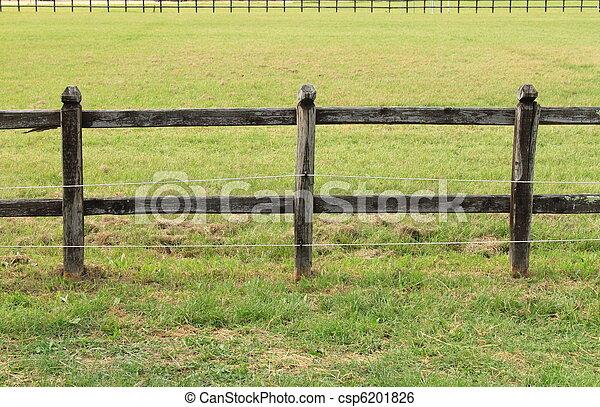 image de chevaux bois barri re bois barri re sur vert pr csp6201826 recherchez. Black Bedroom Furniture Sets. Home Design Ideas
