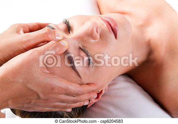 head massage in beauty salon - csp6204583