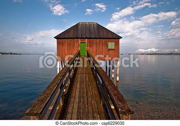 photographies de bain maison bois passerelle v1 brun bain maison csp6229030. Black Bedroom Furniture Sets. Home Design Ideas