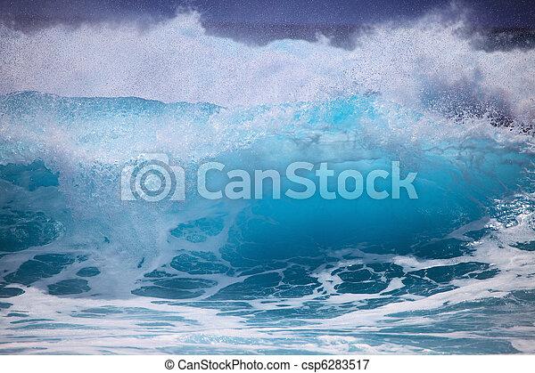 Storm surf surges against Oahu shore - csp6283517