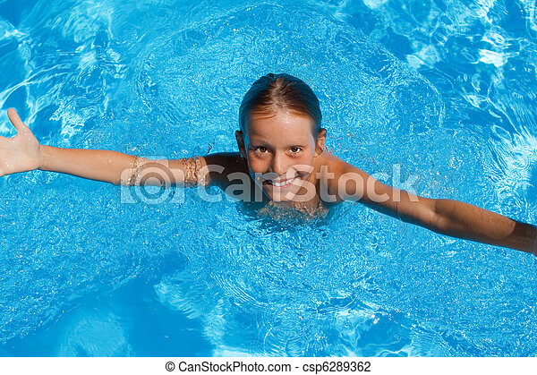 child on summer vacation in swimming pool - csp6289362