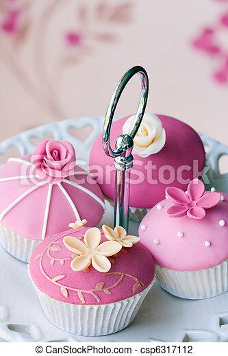 Gourmet cupcakes - csp6317112