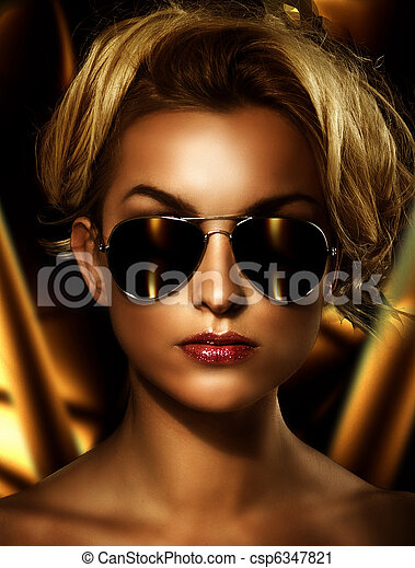Young attractive blonde wearing stylish sunglasses - csp6347821