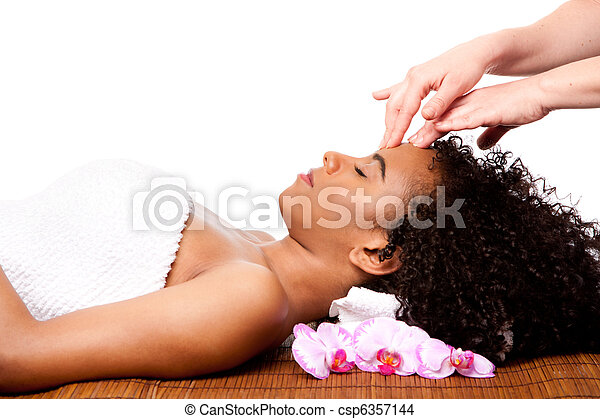 Facial massage in beauty spa - csp6357144