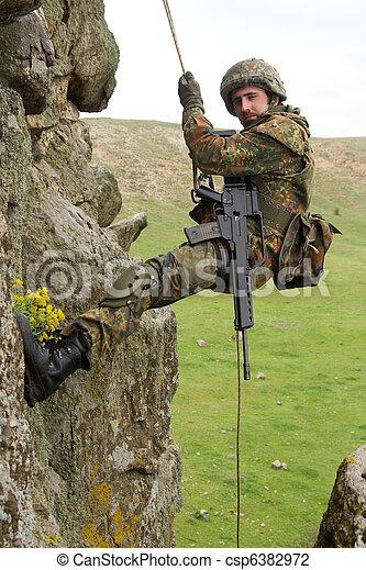 rep,  alpinist, militär, beväpnat, hängande - csp6382972