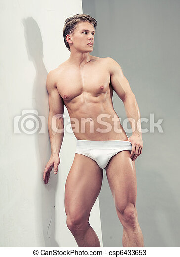 Handsome muscular guy in the studio - csp6433653