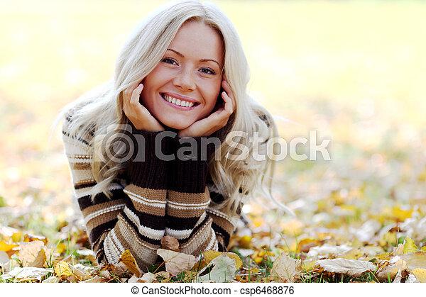 otoño, mujer - csp6468876