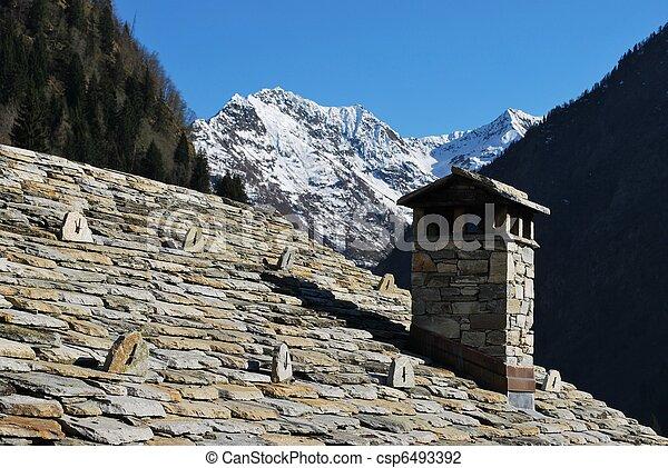 photo de pierre toit typique waltzer bois chalet alpes csp6493392 recherchez des. Black Bedroom Furniture Sets. Home Design Ideas
