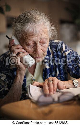 images de t l phone personne agee femme conversation personne csp6512865 recherchez. Black Bedroom Furniture Sets. Home Design Ideas