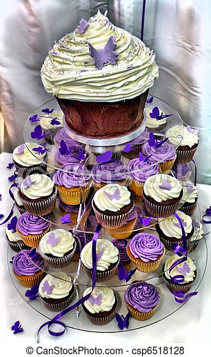 HDR Wedding Cake - Purple and White Chocolate  Cupcakes - csp6518128