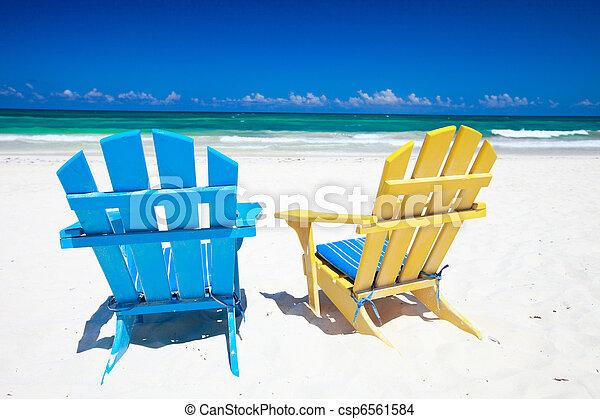photo color chaises plage image images photo libre de droits photos sous licence. Black Bedroom Furniture Sets. Home Design Ideas