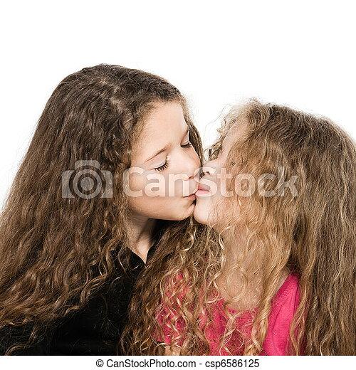 Girls Kissing Girls Porn Videos